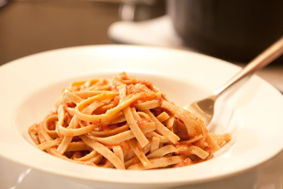Fettuccini con salsa cremosa de tomate