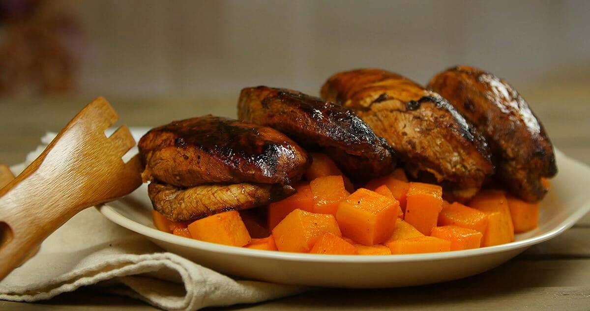Pollo glaseado con sriracha y calabaza con pimentón