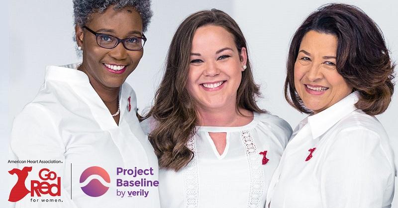 tres mujeres sonrientes