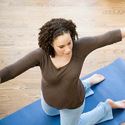 pregnant woman does yoga