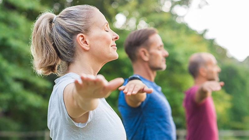 perfil de clase de yoga al aire libre
