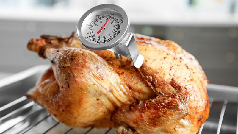 Pollo asado con termómetro