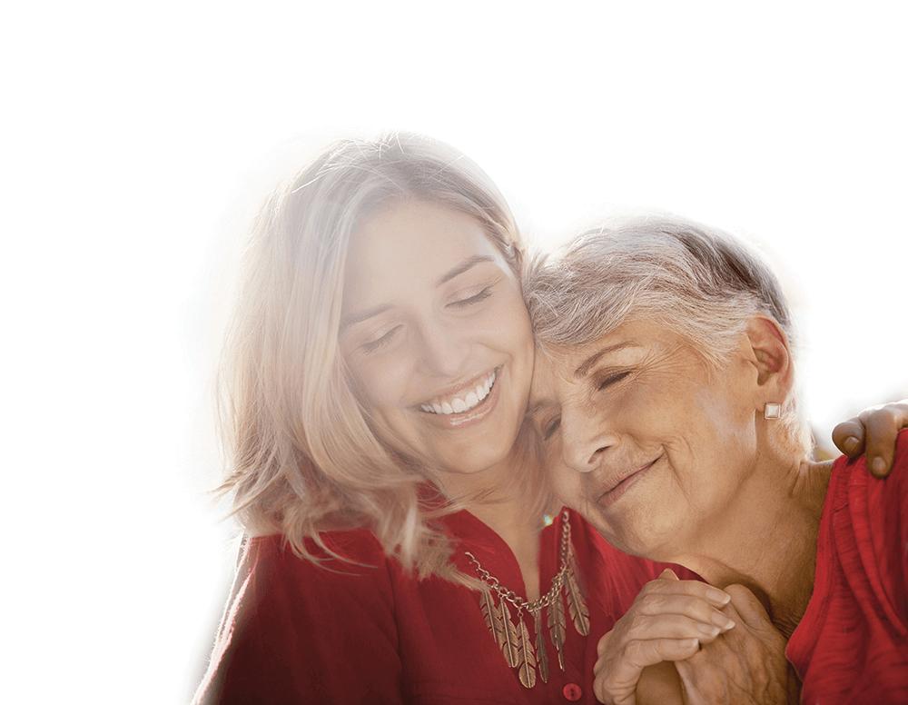 mujer y su madre anciana abrazadas y sonrientes