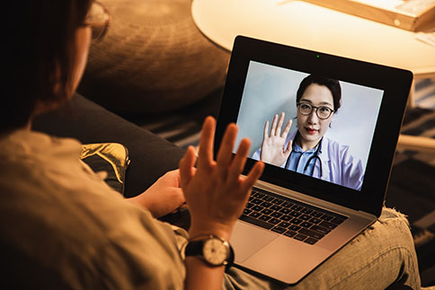 Woman talking to doctor on her laptop